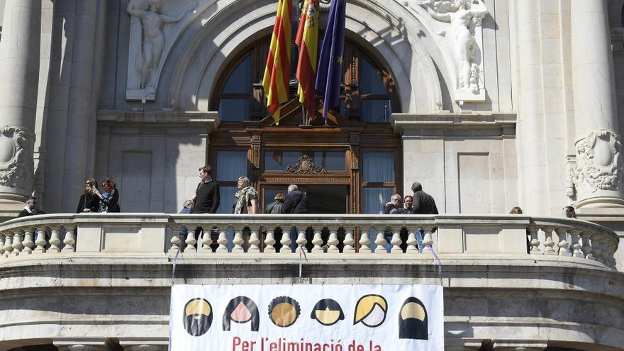 """Todas las latinas sois unas putas. Eres extranjera y yo nazi. ¡Viva España!"""