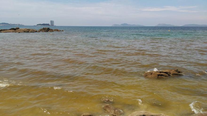 Marea roja en Samil... y ¿mar de ardora esta noche?