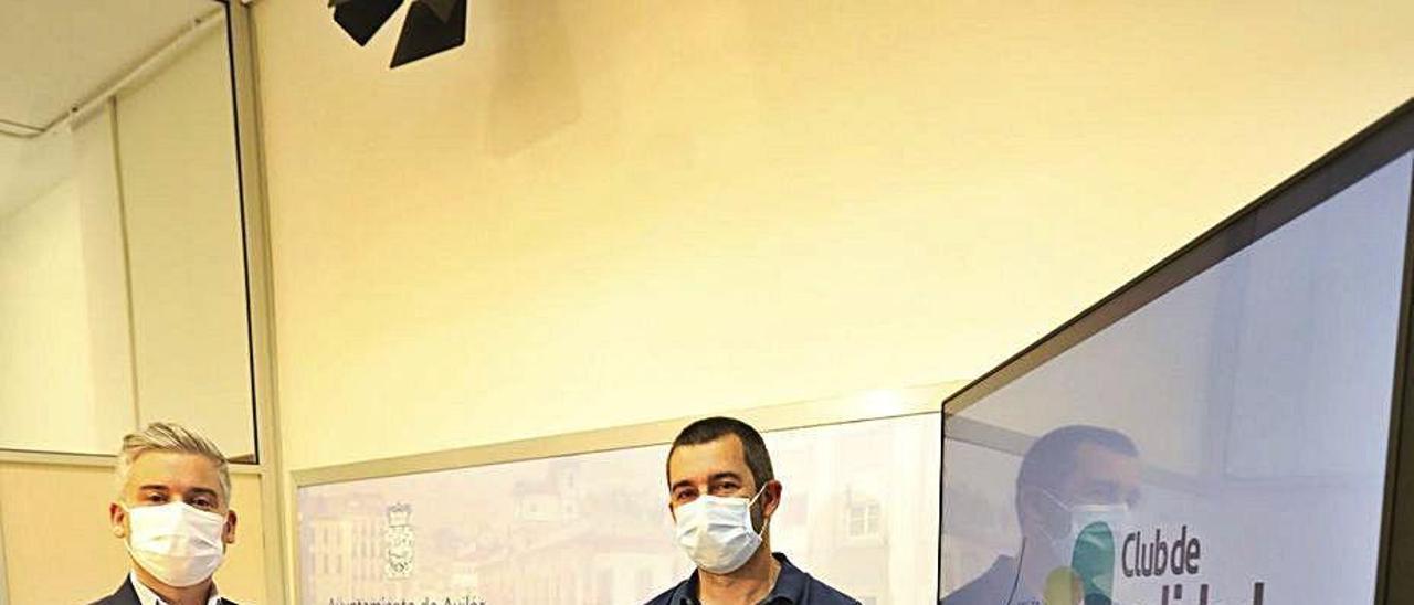 Marino Zapatero, a la izquierda, y Manuel Campa, presentando ayer la tercera edición de Avilés Industria 5S en el Ayuntamiento de Avilés.