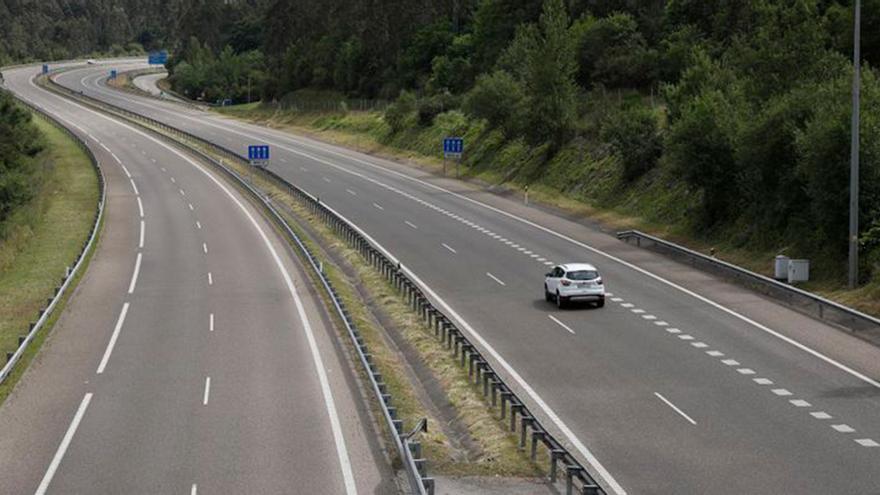 La nueva norma de tráfico que te puede costar una multa si haces esto mientras conduces