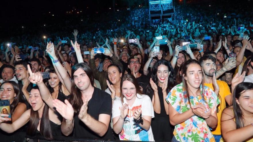 Concierto de Fangoria en Vigo: Castrelos se sube al pop más bailón