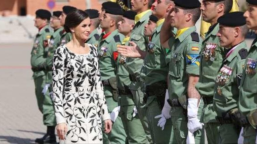 La reina Letizia vuelve a repetir modelo en un acto público: el polémico abrigo de Felipe Varela
