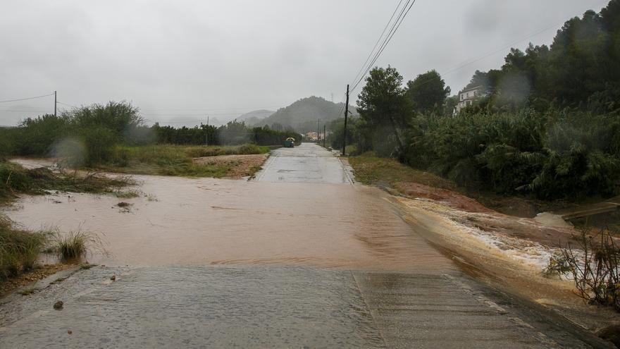 Las trombas dejan 200 litros por metro cuadrado en Cullera, caminos cortados en Gandia y 70 litros en una hora en Barx