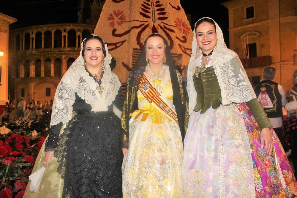 Rocío Gil desfiló en la Merced con sus compañeras de reinado de Castelló y Alicante