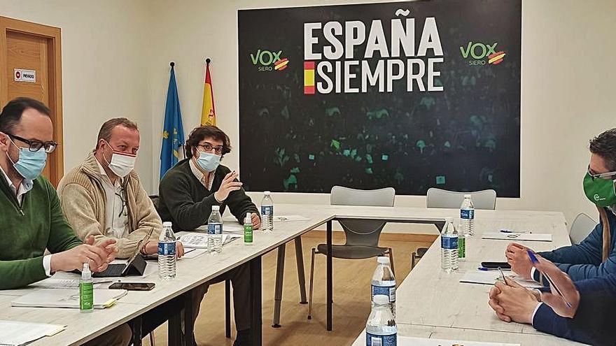 Vox elige la Pola para exigir que se acabe con las subvenciones a los sindicatos