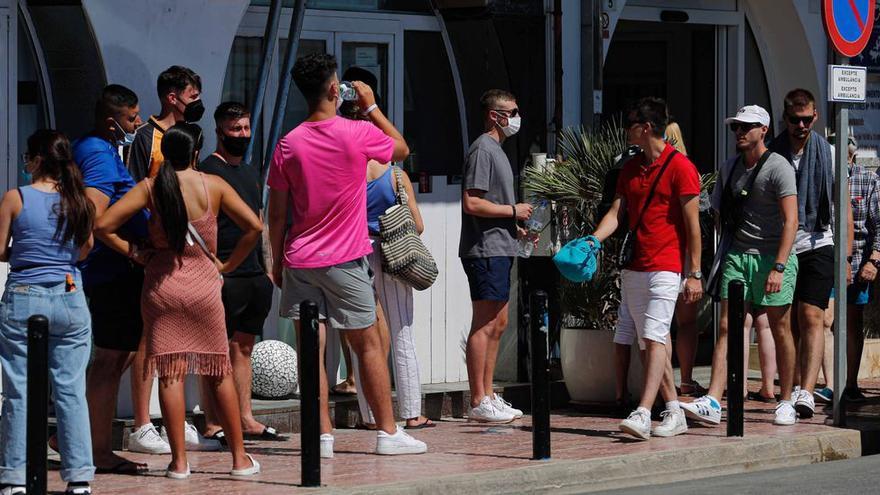 Los británicos escapan de Ibiza para esquivar la cuarentena