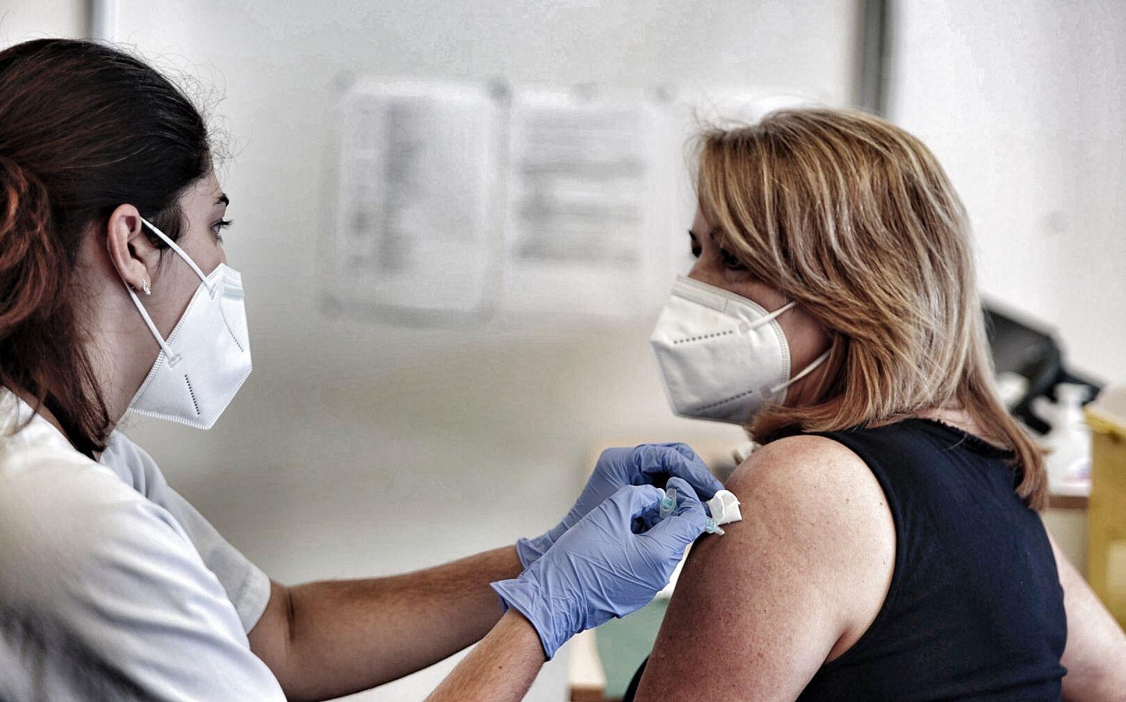 Vacunación masiva contra el coronavirus en el Recinto Ferial a mayores de 60 años