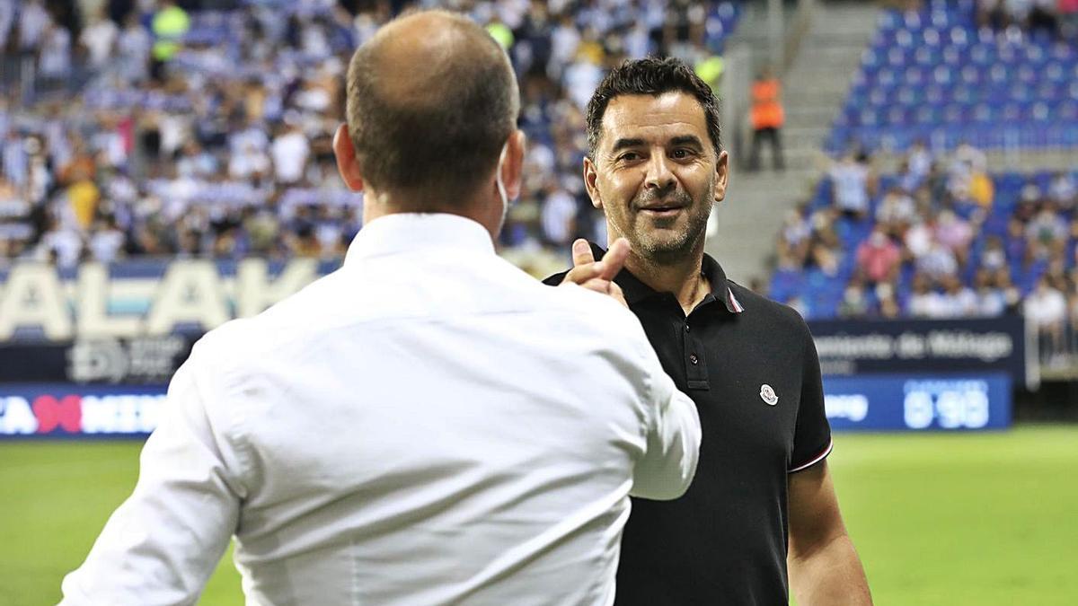 Míchel saluda José Alberto López abans del partit de diumenge a Màlaga