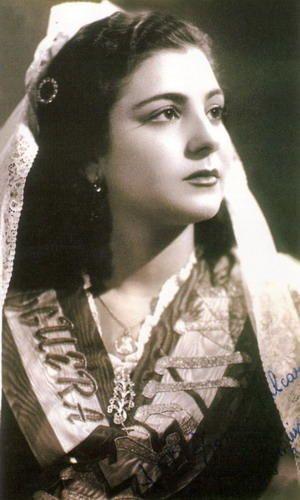 Pepita Sanguino Llovet, Bellea del Foc 1952, es tía y madrina del actual director del Teatro Principal de Alicante, Paco Sanguino