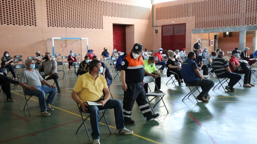 Normalidad en el primer día de vacunación de trabajadores agrícolas en La Almunia