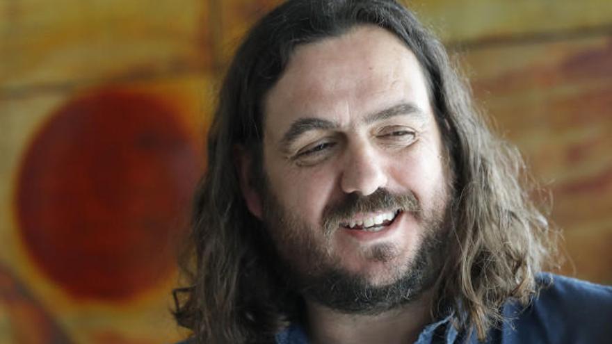 El portavoz de Anova, Antón Sánchez, se despide del Parlamento
