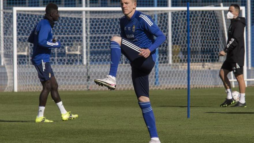 Mossa renueva con el Oviedo y afrontará su quinto curso de azul