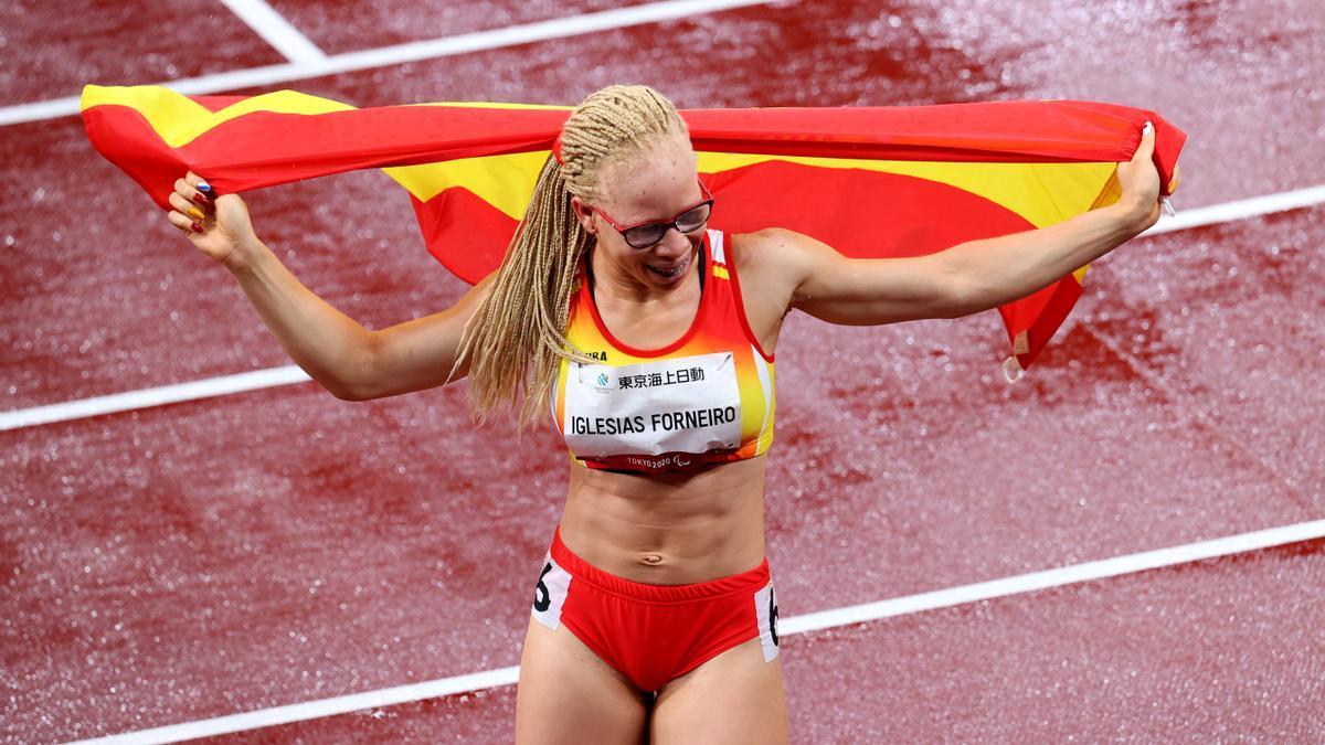 Adiaratou Iglesias celebran sus medallas.