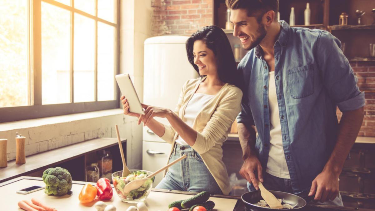 Cocinar es una de las mejores opciones de ocio durante la cuarentena.