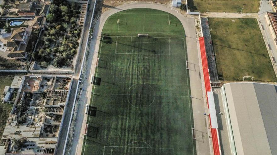Bigastro elude devolver 1.785 m2 del campo de fútbol que ocupa desde 1983