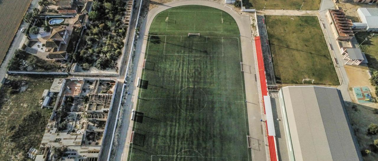 Imagen del campo de fútbol de Bigastro donde está el suelo ocupado a unos particulares.
