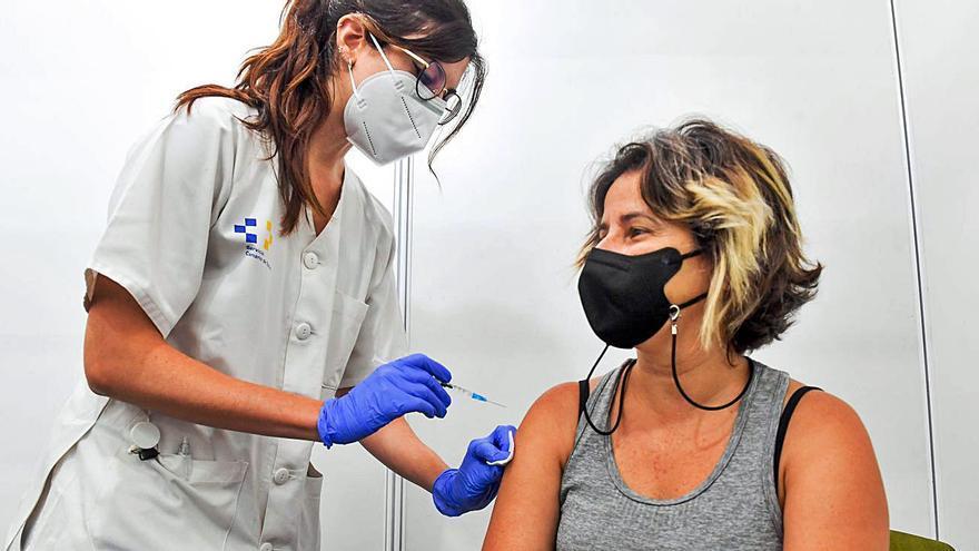 Canarias se sitúa 4,5 puntos por debajo de la media en vacunación completa