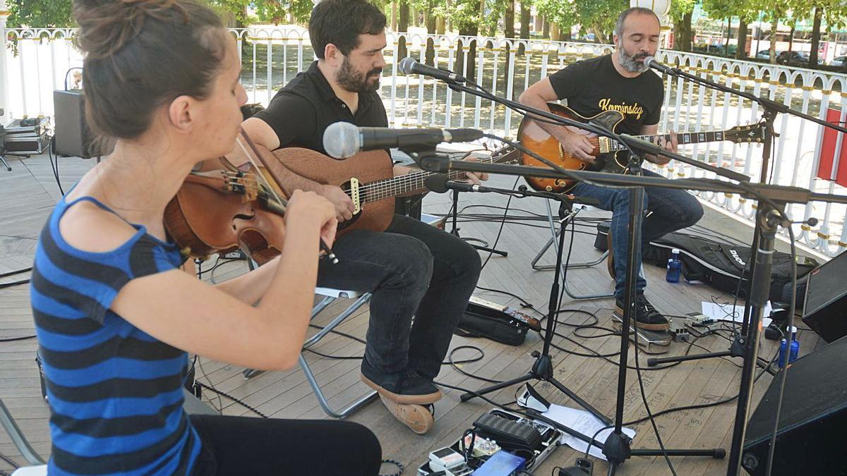 El festival Galegote Rock recupera la música en las calles | RAFA VÁZQUEZ