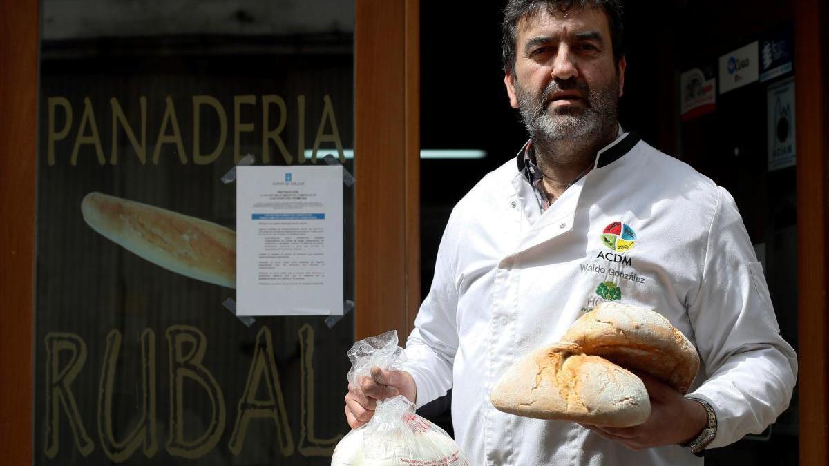 El panadero Waldo Gonzalez de la panadería Rubal.