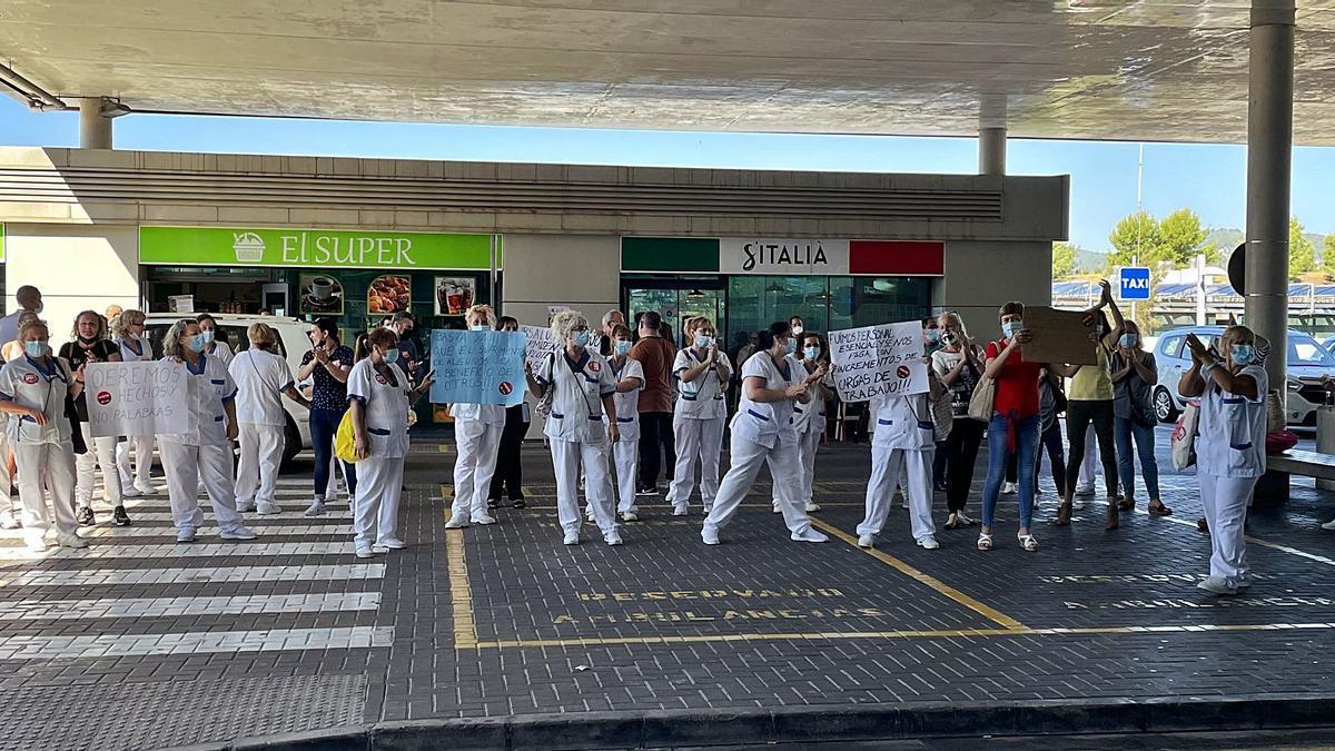 El personal de limpieza de Son Espases protesta por los «abusos» que sufre