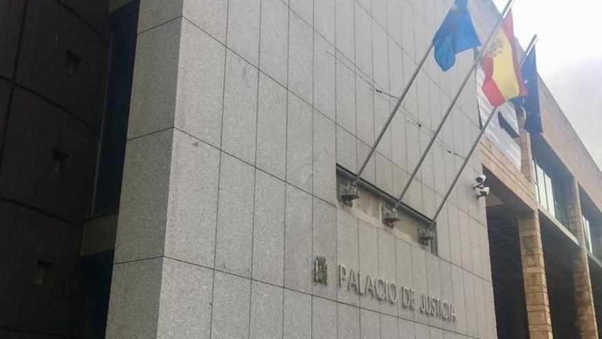 Condenan a 2 años de cárcel a un profesor de Asturias por abusos sexuales a un niño