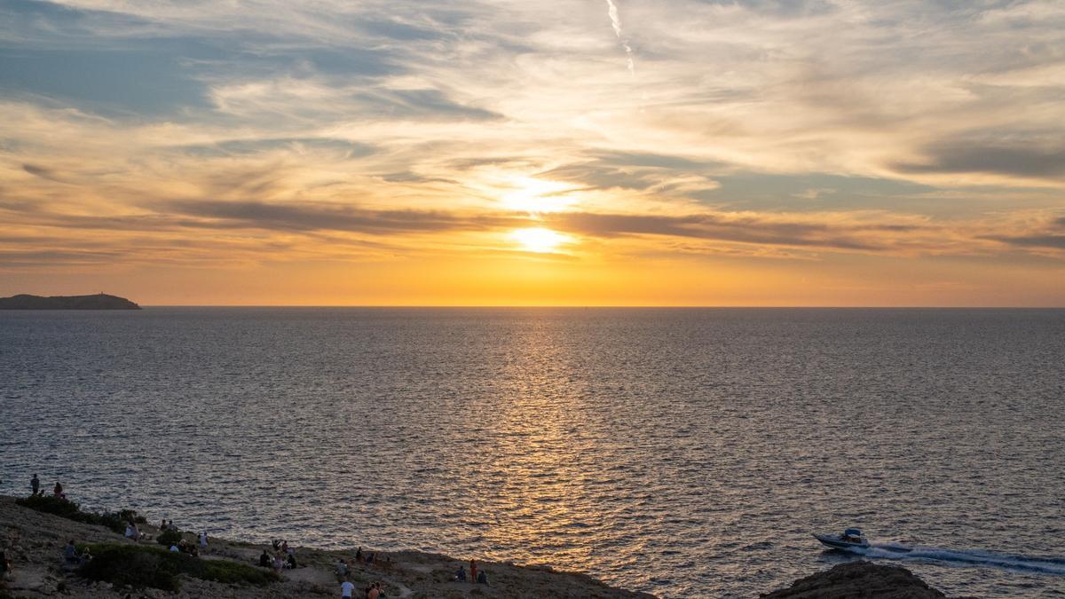 Unas vistas increíbles a la puesta de sol en Ibiza desde Hostal la Torre.