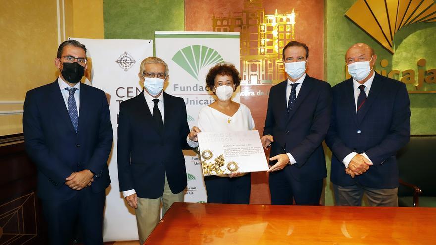 La Fundación Unicaja y la Agrupación entregan la recaudación de 'Un Siglo de Esplendor' a fines sociales