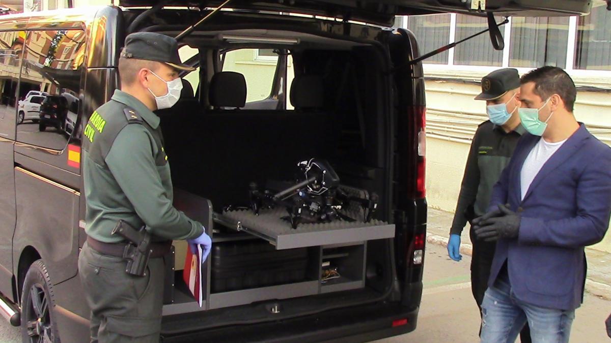 La empresa Uvyco cede a la Guardia Civil un vehículo policial de vigilancia y control