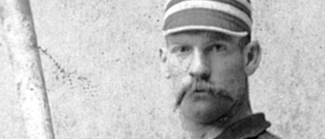 Pete Browning con su famoso primer bate a medida.