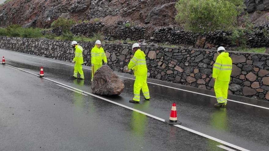 Desprendimientos, caída de árboles y cortes eléctricos en Canarias