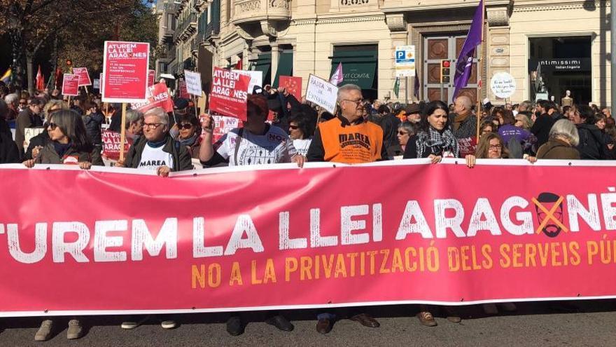 Unes 2.500 persones protesten contra la 'Llei Aragonès' perquè «privatitza serveis públics»