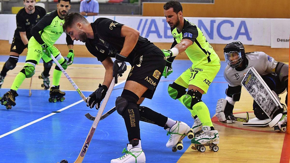 El Liceo y el Sporting, dos de los equipos de la EHCA, disputaron un amistoso este verano en el Palacio de los Deportes.    // VÍCTOR ECHAVE
