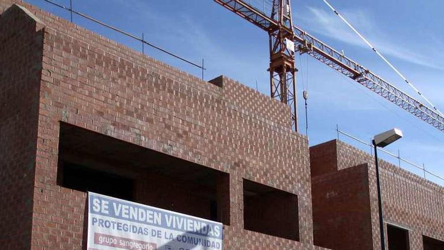 El banco malo saca a subasta por 2,4 millones un edificio en construcción en San Frontis