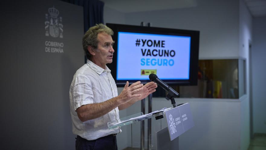 """Simón: """"Se puede empezar a plantear no obligar al uso de las mascarillas en colectivos que ya estén vacunados"""""""