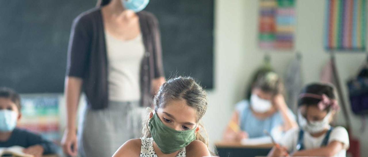 El tercer curso escolar de pandemia empieza sin relajar las medidas covid