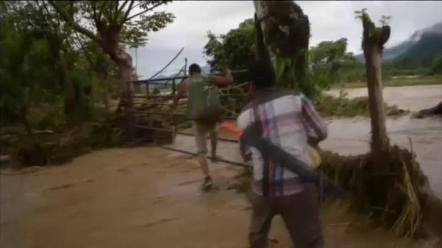 Willa baja a categoría 4 y sigue su camino a México
