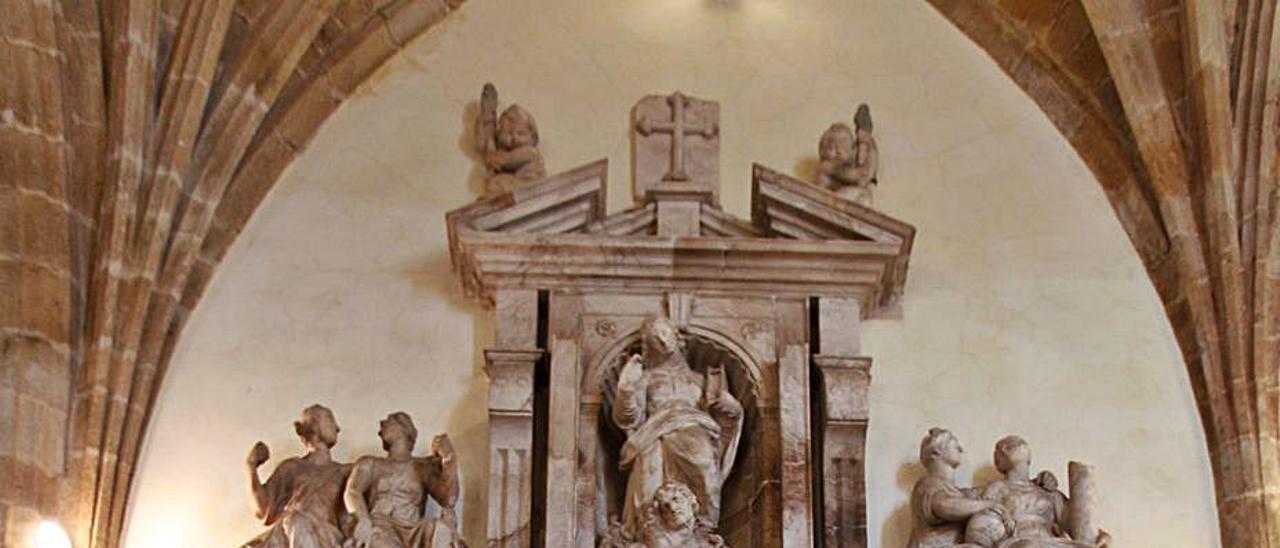 El mausoleo del arzobispo Fernando Valdés y Salas, obra del artista Pompeo Leoni.   L. M.