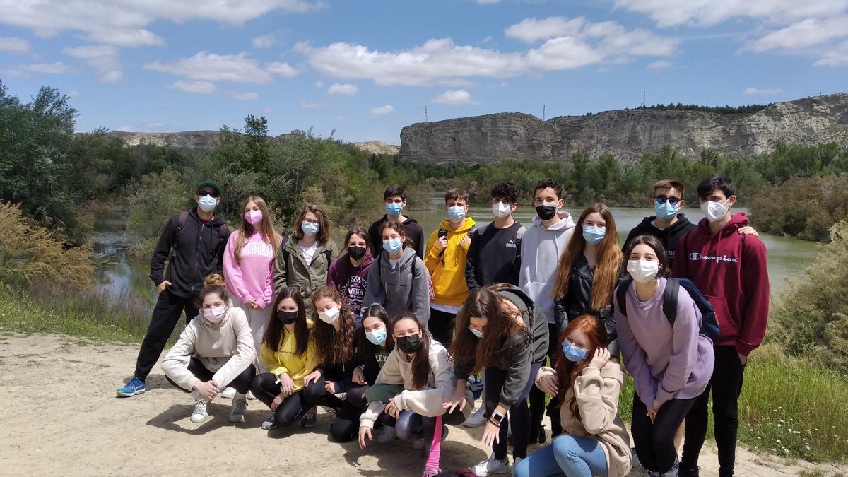 Los estudiantes de Biología del Colegio La Salle Gran Vía, en su visita a los Galachos de Juslibol.