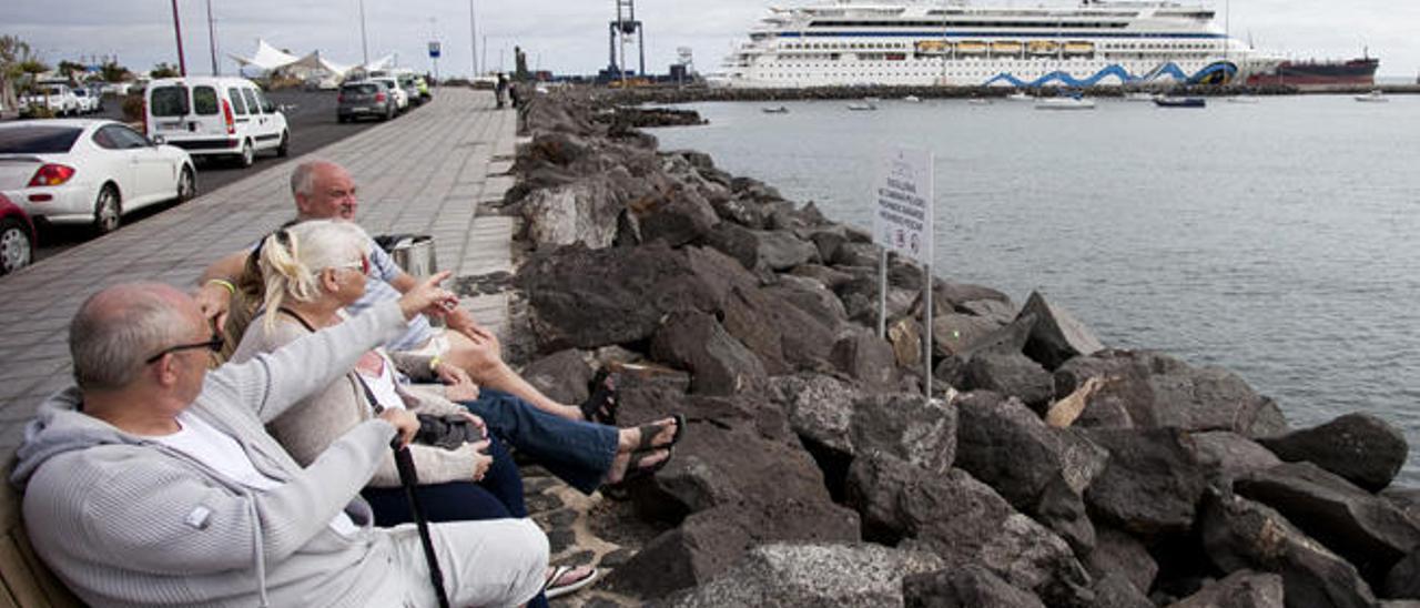 Los cruceristas suspenden a la Isla