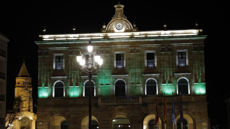 Las fachadas oficiales se tiñen de verde como clamor contra la artritis
