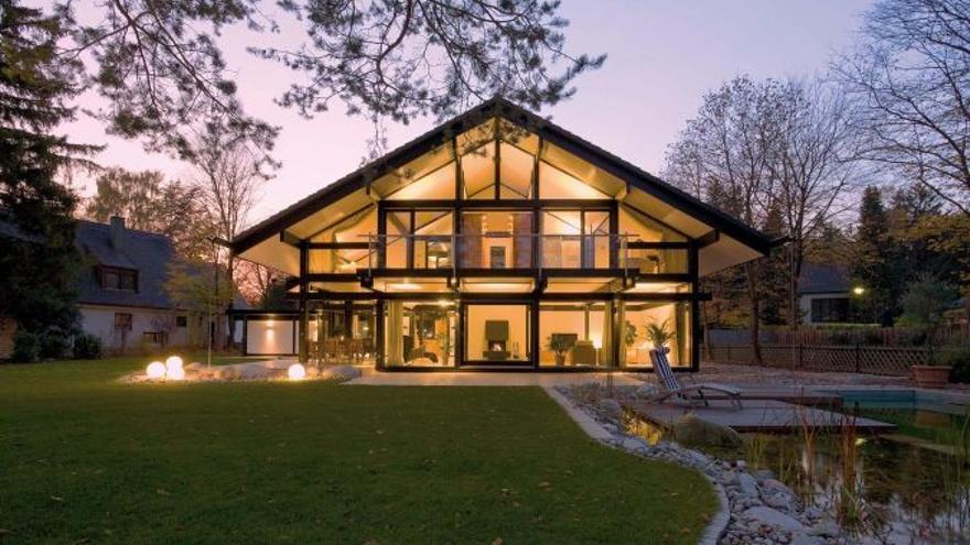 La casa prefabricada que Antonio Banderas vende más cara en plena crisis