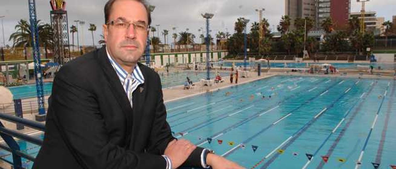 José Feo, el pasado jueves, junto a las piscinas del Club Metropole.