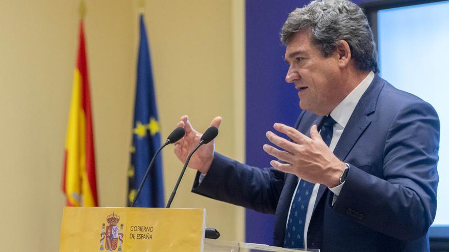 Escrivá gana el pulso a Marlaska y el Gobierno aprobará el Reglamento de Extranjería