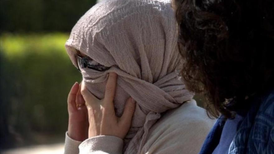 """La querellante de Siria, """"aliviada"""" por contar a un juez cómo desapareció su hermano"""