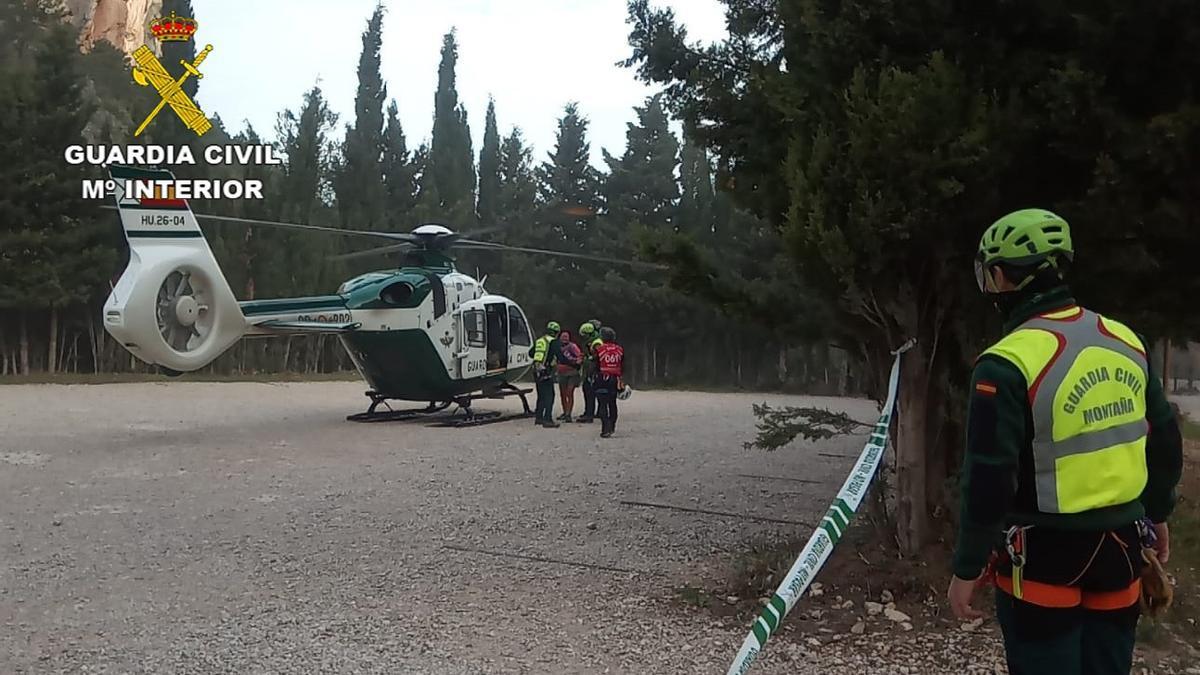 La Guardia Civil rescata ilesa a una senderista perdida en el Parrizal de Beceite de Teruel.