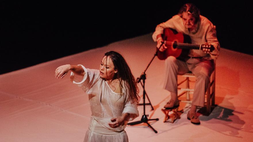 La bailaora Rocío Molina estrena al Temporada Alta el seu diàleg amb el guitarrista Rafael Riqueni