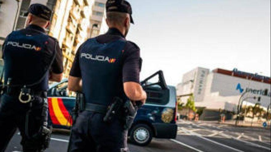 Cinco detenidos por el robo violento de un móvil y una cartera en Ofra