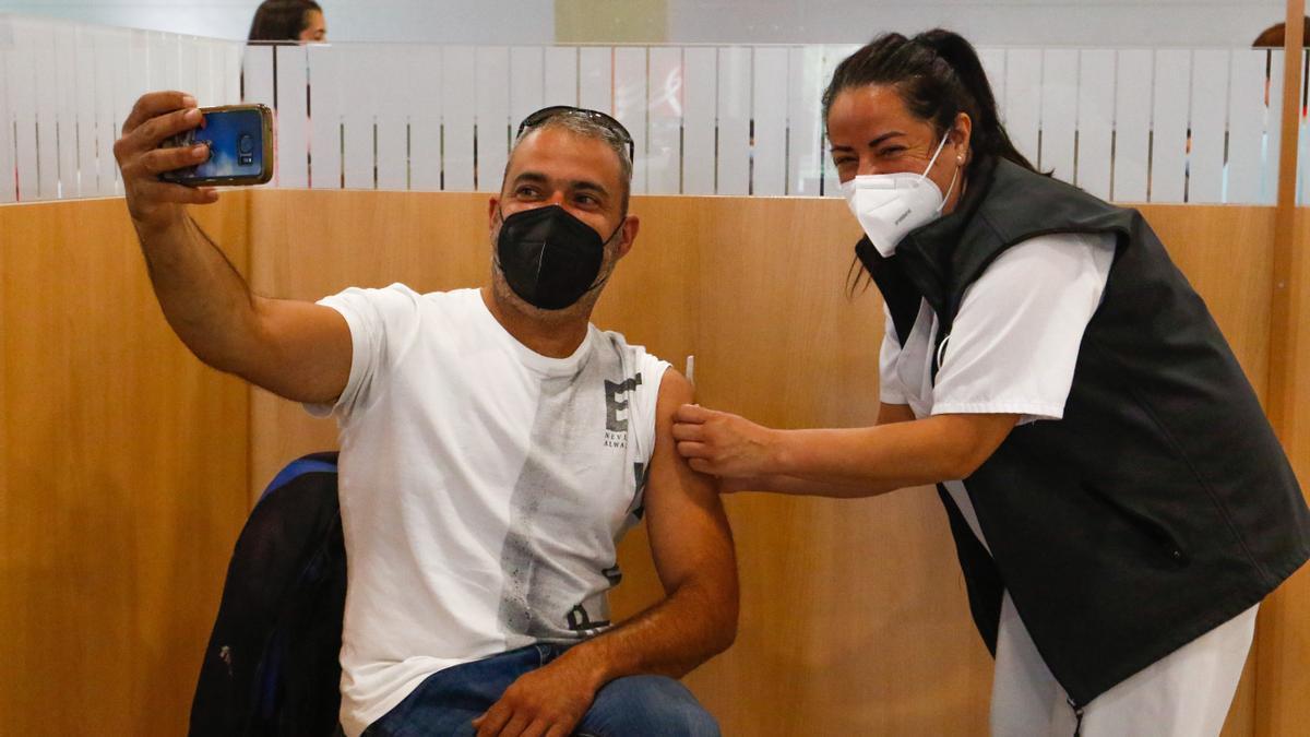 Vacunación con Pfizer en Vilagarcía.