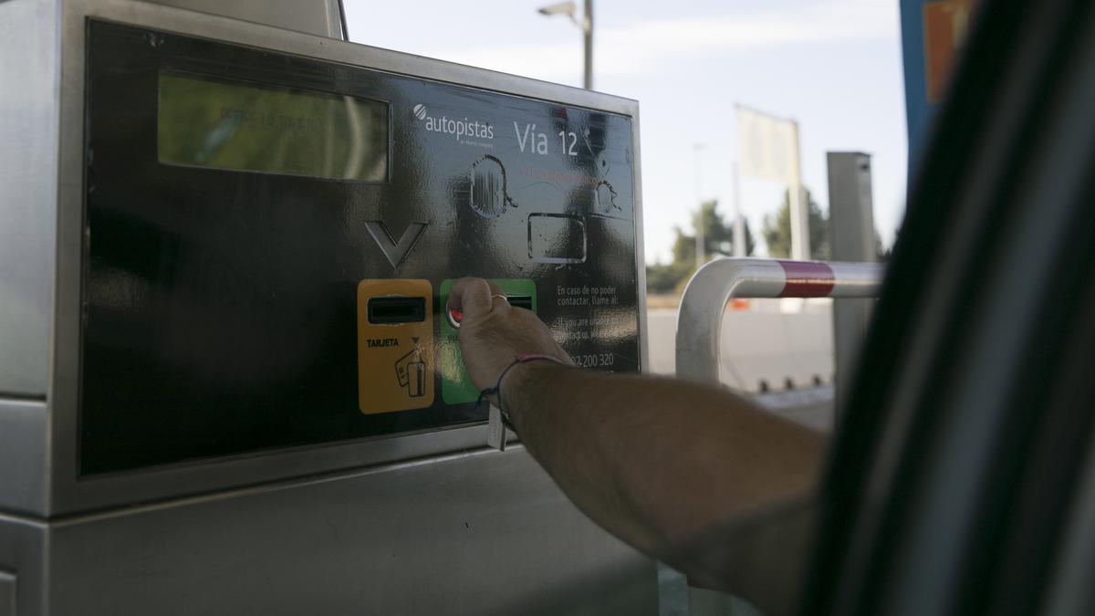 Imágenes de recurso de la autopista de peaje Sevilla -Cádiz (AP-4), una de las tres concesiones que perderá el grupo Abertis en toda España.