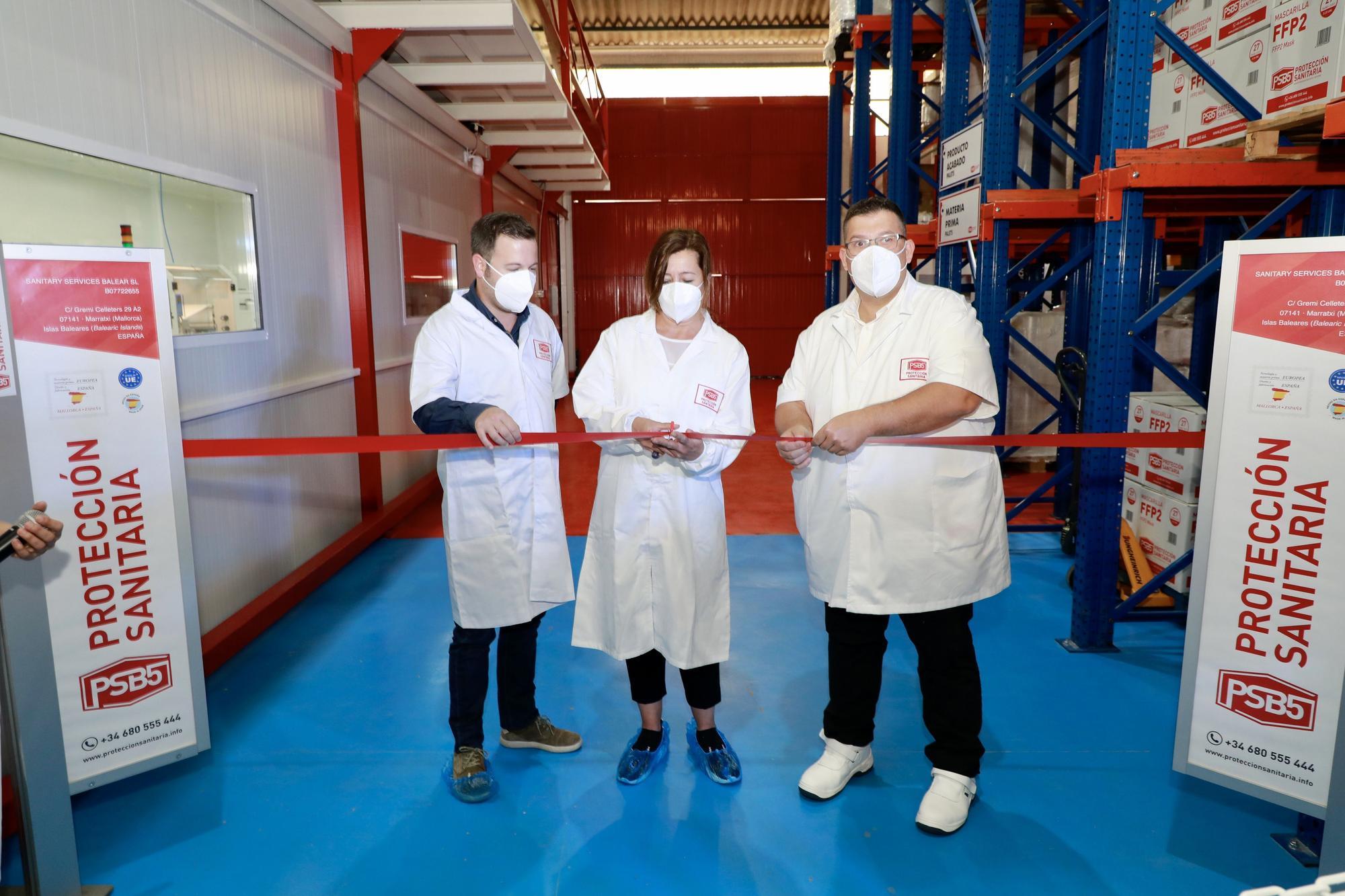 Armengol visita la empresa que fabricará por primera vez mascarillas FFP2 en Mallorca